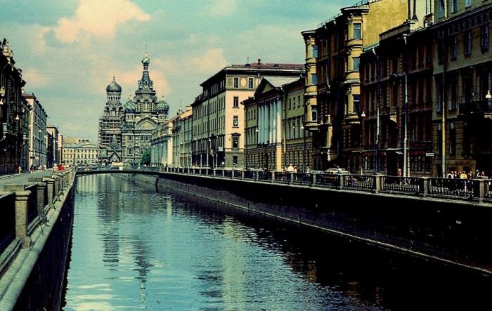 Канал Грибоедова возле церкви Спаса на крови. Ленинград, 20  век.