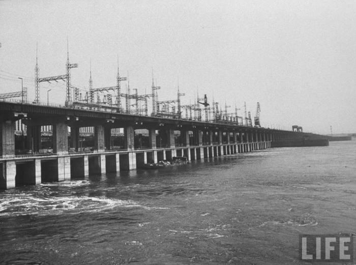 Вид на Волжскую  гидроэлектростанцию.