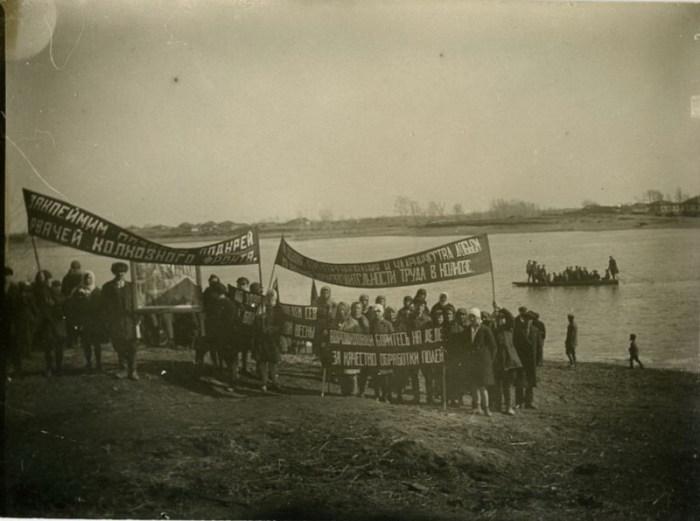 Митинг в колхозе. СССР, 1930-е годы.