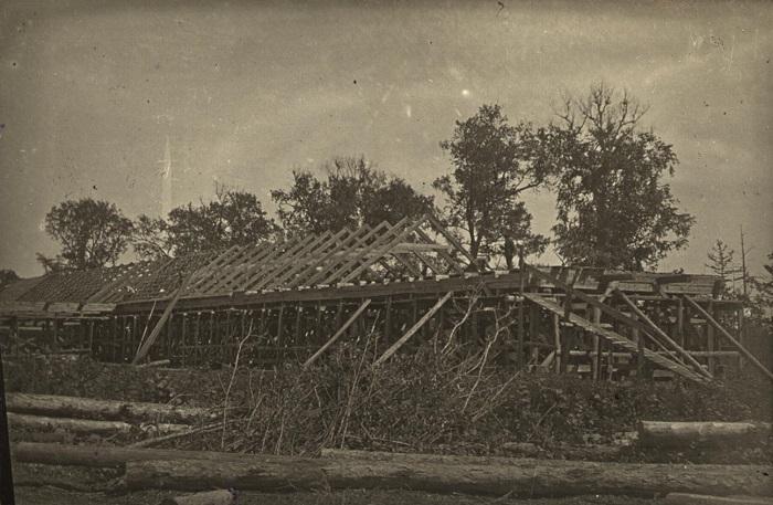 Строительство колхозной конюшни на 200 голов. СССР, 1920-е годы.