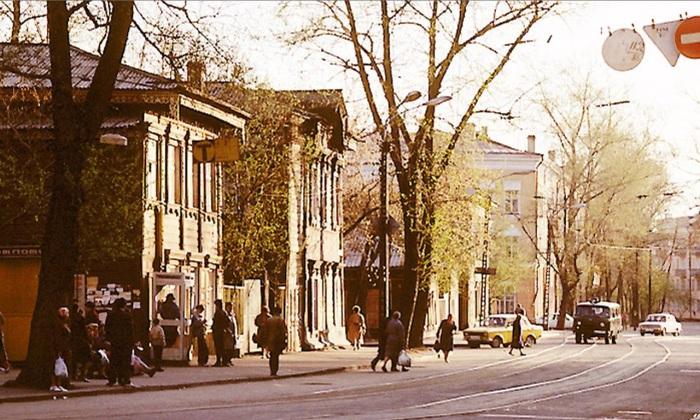 Трамвайные пути на углу улицы Ленина и Горького. СССР, Иркутск, 1988 год.
