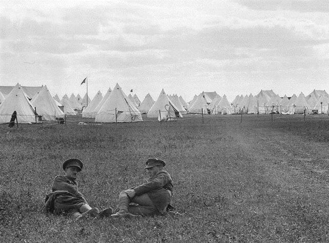 Полевой лагерь Королевских уэльских фузилёров возле Осиново.