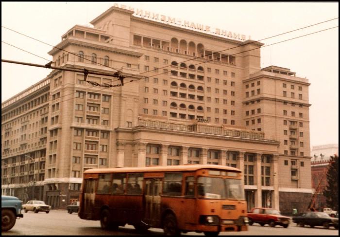 Одна из крупнейших гостиниц Москвы. СССР, Москва, 1985 год.