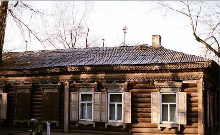 Деревянный дом на улице Грязнова. СССР, Иркутск, 1988 год.