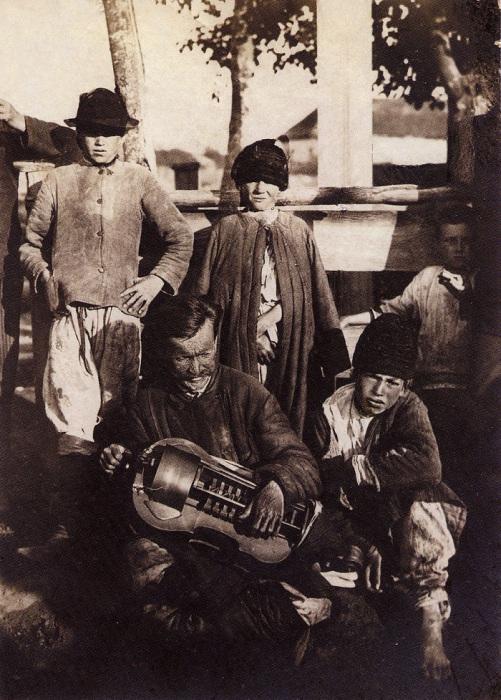 Лирник с поводырем. Полтавщина, 1910 год.