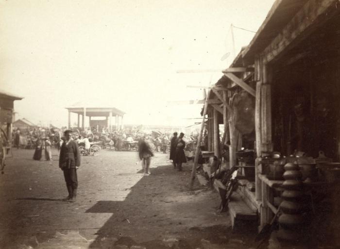 Рынок, расположенный на окраине Барнаула.