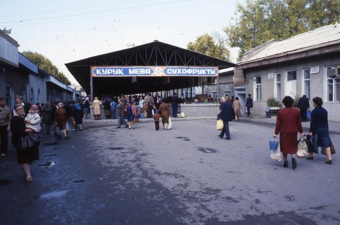 Крупнейший продуктовый рынок. СССР, Узбекистан, Бухара, 1984 год.