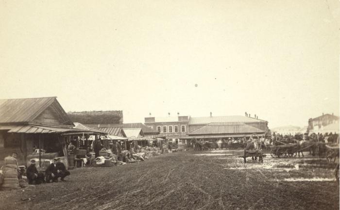 Рынок, расположенный в центре Иркутска.