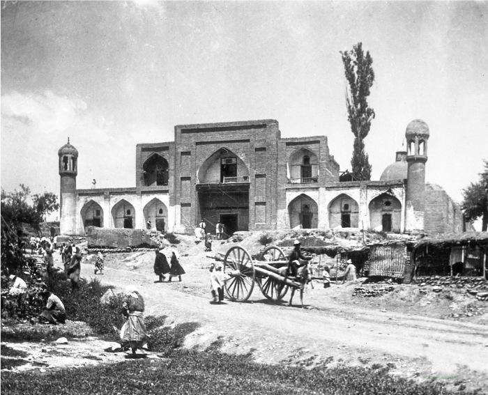 Старая мечеть города Ош в 1904 году.