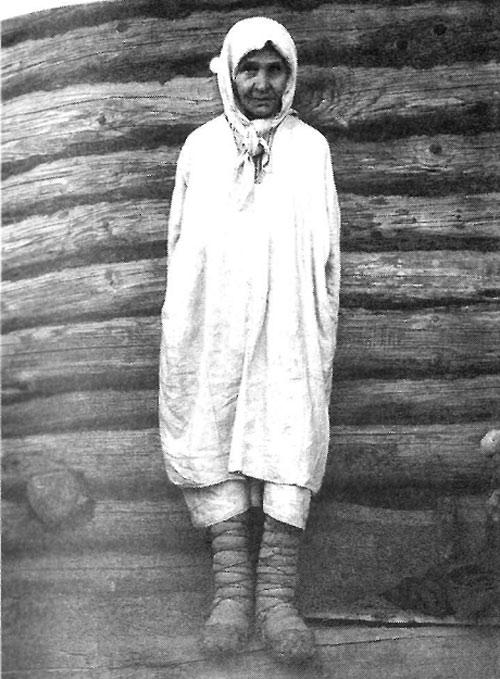 Пожилая крестьянка в типичной для возраста одежде. Рязанская губерния, Касимовский уезд,село Большие Пекселы, 1910 год