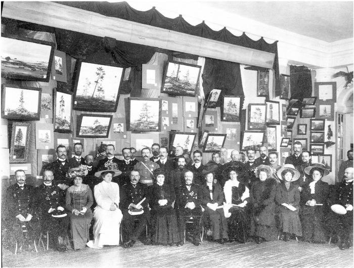 Групповой снимок гостей на открытие выставки Русский Север. Россия, Архангельск, 11 августа 1911 года.