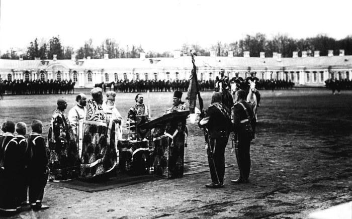 Молебен перед началом парада лейб-гвардии Уланского полка. Россия, Царское село, 7 мая 1909 года.