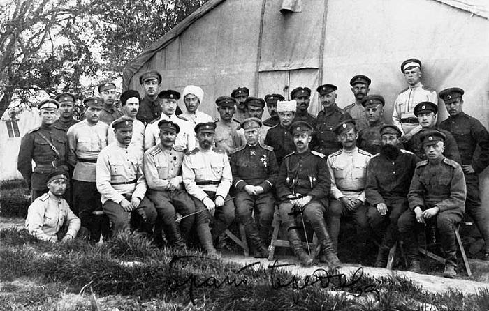 Штабные офицеры 1-й пехотной дивизии. Галлиполи, 1921 год.
