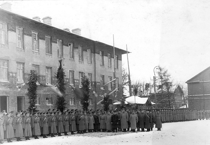 Личный состав бригады с премьер-министром Коковцовым в 1914 году.