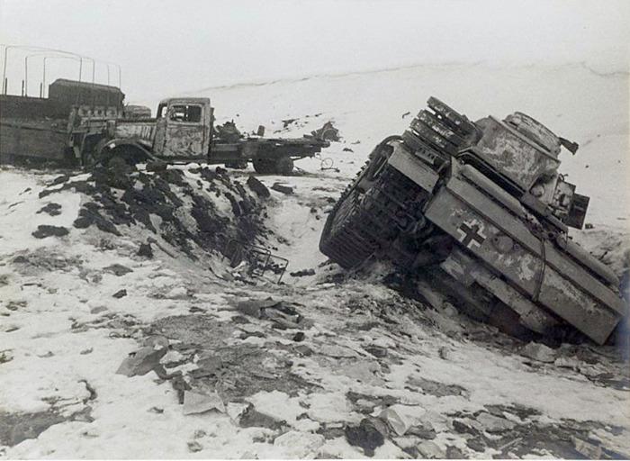 Подбитая вражеская техника. Сталинград, 1942-1943 год.