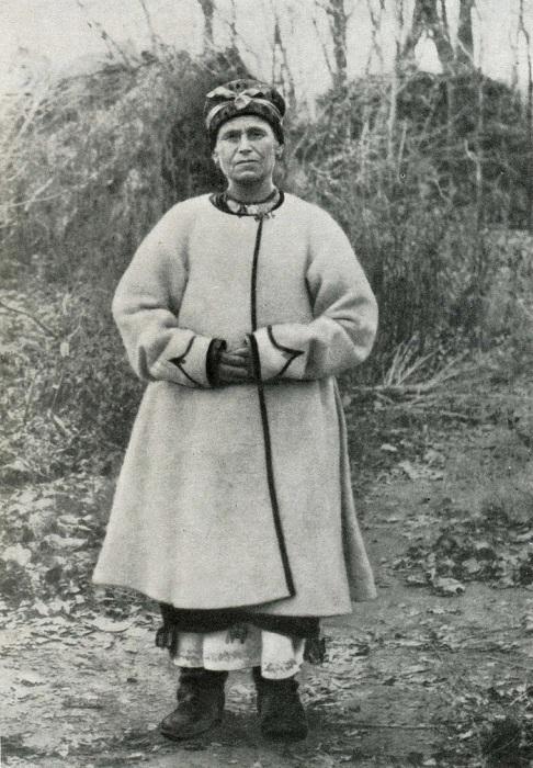 Женщина в белой свите. Харьковская область, XIX век.