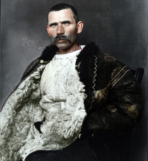Портретный снимок румынского пастуха, сделанный в 1906 году.