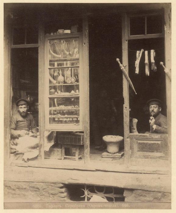 Седельщик и шорник. Тифлис, 1890 год.