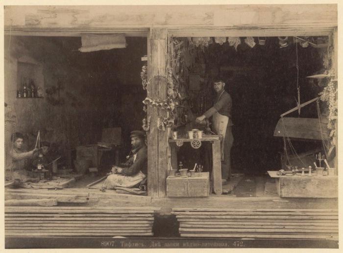 Две меднолитейные лавки. Тифлис, 1890 год.