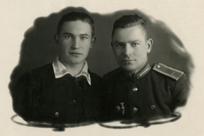 Г.С. Титов, курсант военно-авиационного училища, с другом Юрием.