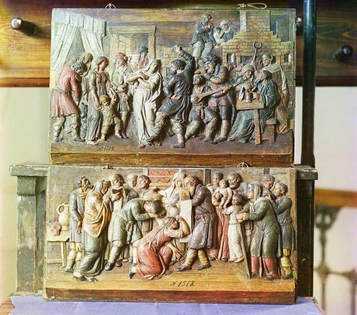 Две резные из дерева картины Корчевского уезда в Тверском музее.