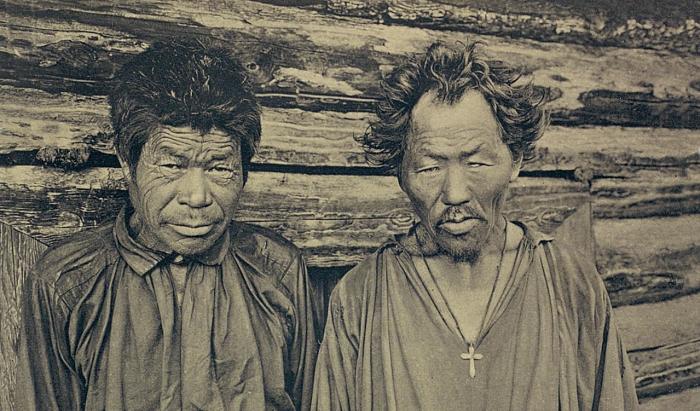 Два местных жителя. Якутская область, начало 20 века.