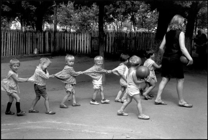 Прогулка в детском садике.