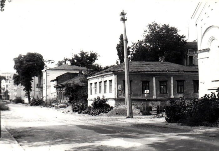 Дома на пустующей улице. Киев, 1986 год.