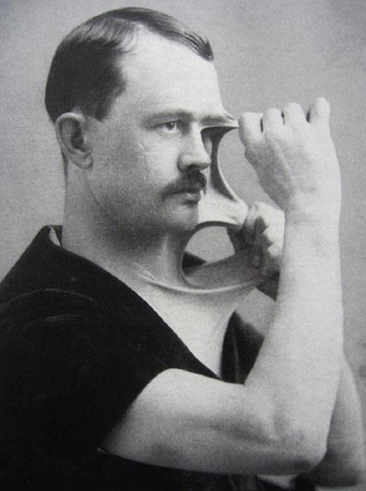 Человек – резинка, 1900-е годы.