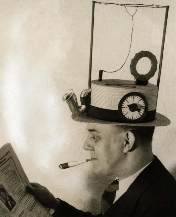 Необычное изобретение - портативная радиостанция в соломенной шляпе, 1931 год.