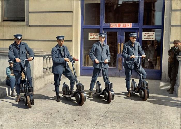 Вашингтонские почтальоны и их новые электроскутера.