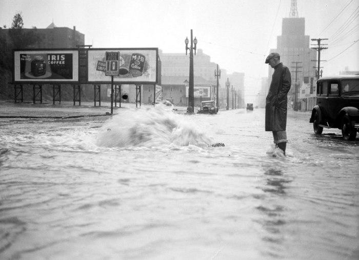 Прорыв канализации в 1933 году.
