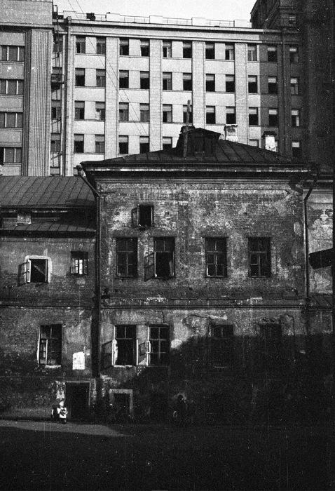 Вид со стороны Георгиевского переулка на бывшее здание Совета Труда и Обороны. СССР, 1939 год.