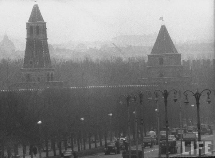 Вид на Кремль в пасмурный день. СССР, Москва, 1961 год.