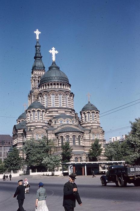 Вид на купола собора Благовещения Пресвятой Богородицы. СССР, Харьков, 1959 год.