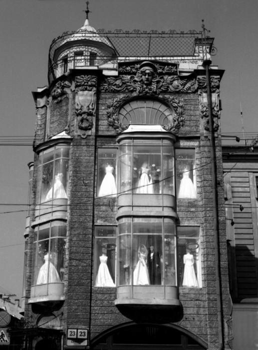 Свадебные платья и костюмы.
