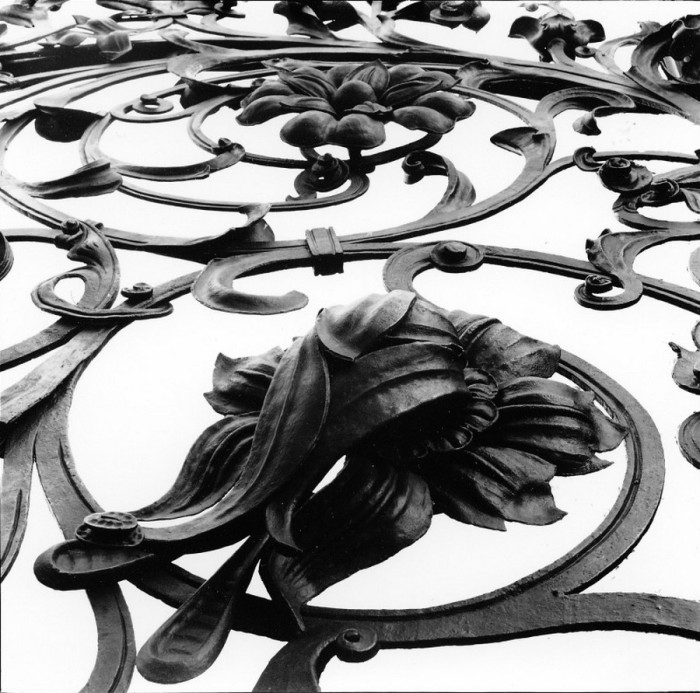 Кованые заборы - важный элемент архитектурного облика Петербурга.