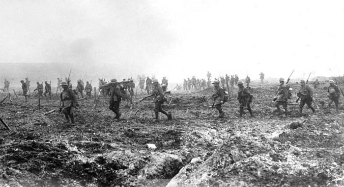 Британские солдаты во время битвы под Вими-Ридж.
