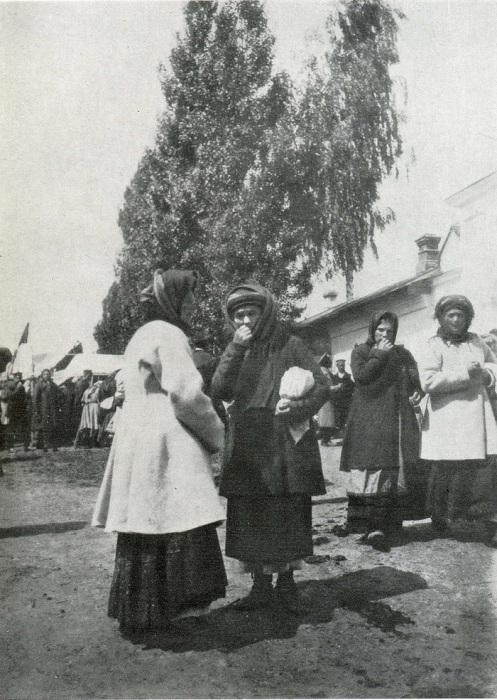 Женщины в свитках. Черниговщина. 1902 год. Фото: F. Volkov.