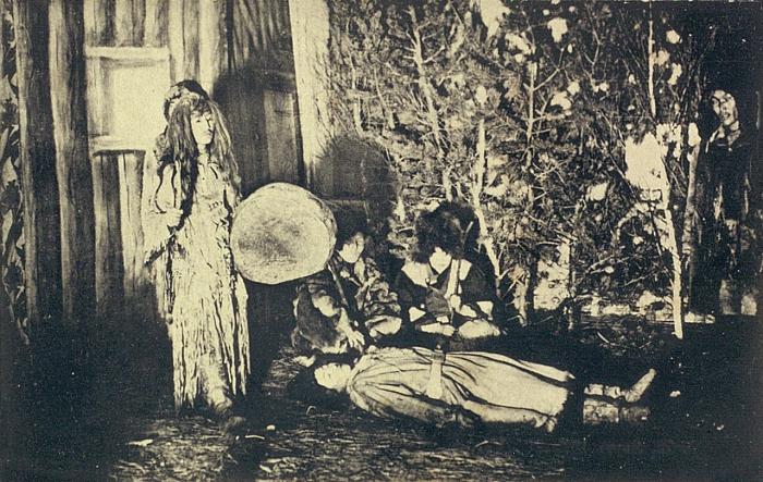 Якут шаман излечивающий молодую девушку.  Якутская область, начало 20 века.