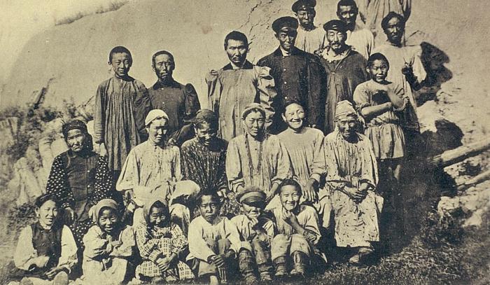 Группа местных якутов Мегинского улуса в Тулугинцах. Якутская область, начало 20 века.