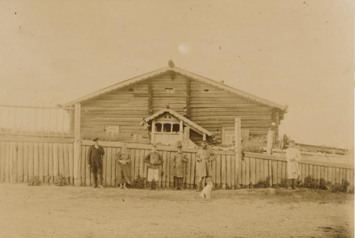 Дом местных жителей в Яренске Вологодской губернии.