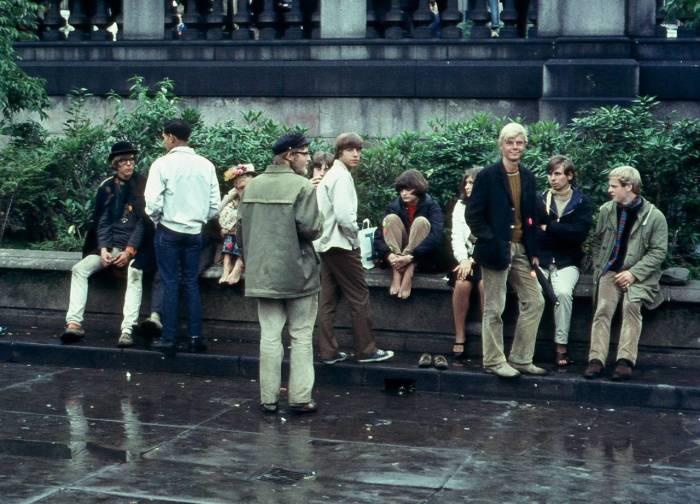 Молодежь на Трафальгарской площади в 1968 году.