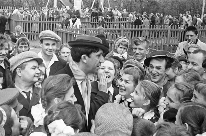 Юрий Никулин и Михаил Шуйдин после представления в 1962 году.