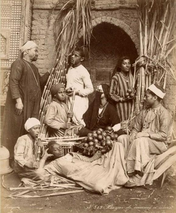 Уличные торговцы на рынке.