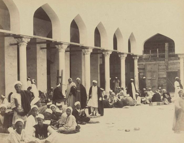 Студенты в мечети Аль-Азхар в Каире.