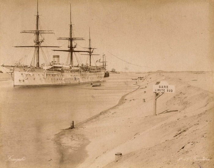 Корабль в Суэцком канале.
