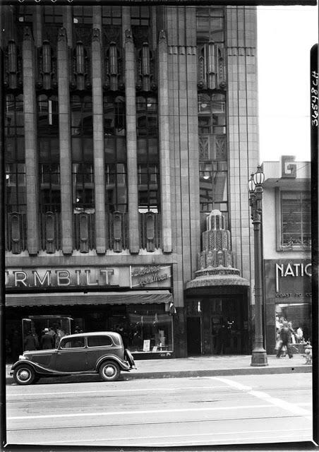 Банк, расположенный в деловом центре Лос-Анджелеса, 1935 год.