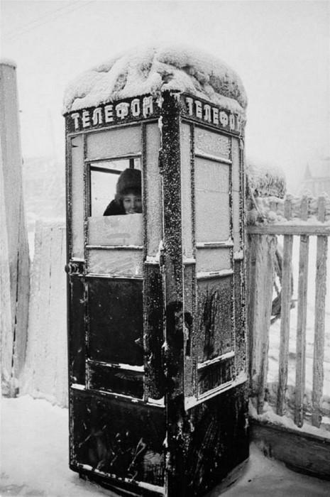Телефон-автомат общего пользования. СССР, Сибирь, 1960-е годы.