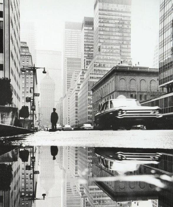 Одна из главных магистралей, пересекающих Манхеттен. США, Нью-Йорк, 1964 год.